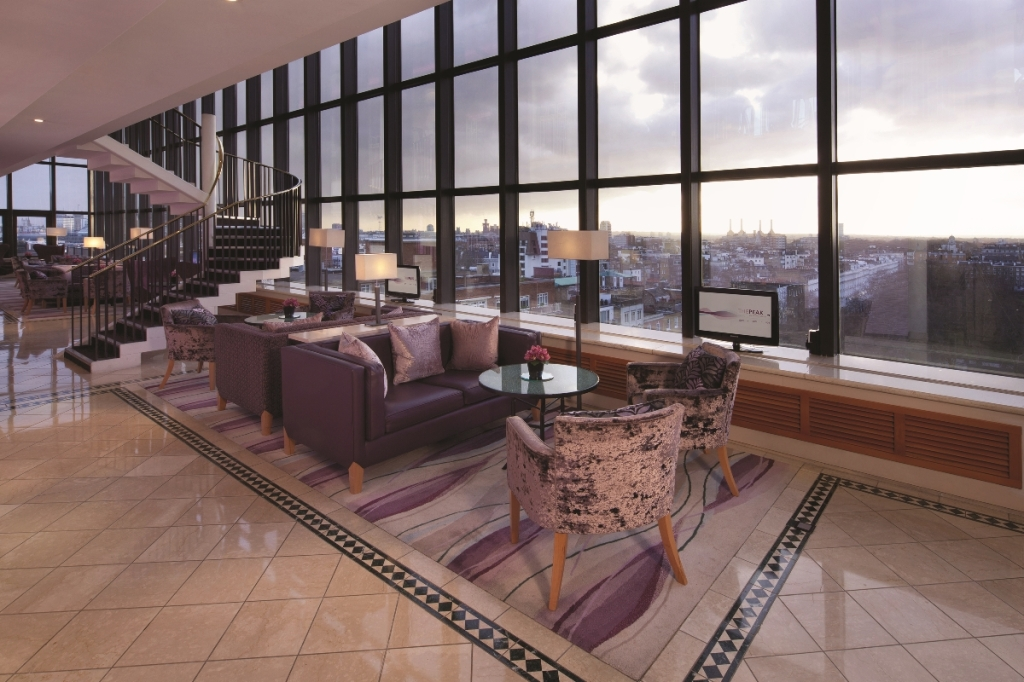 Jumeirah_Carlton_Tower_-_The_Club_Room_dining_and_lounge_mid