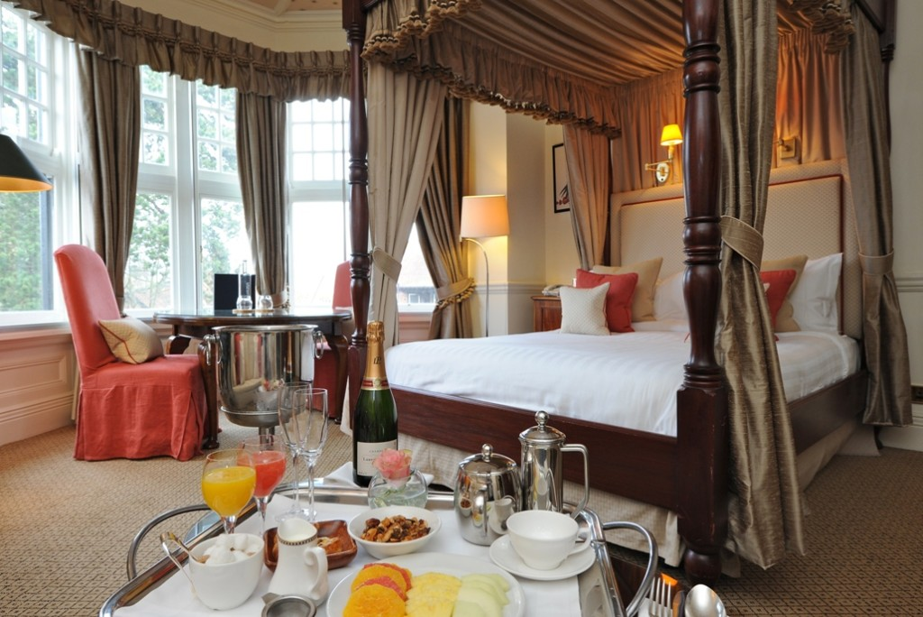 SLOAN! Magazine reviews The Montagu Arms in the New Forest