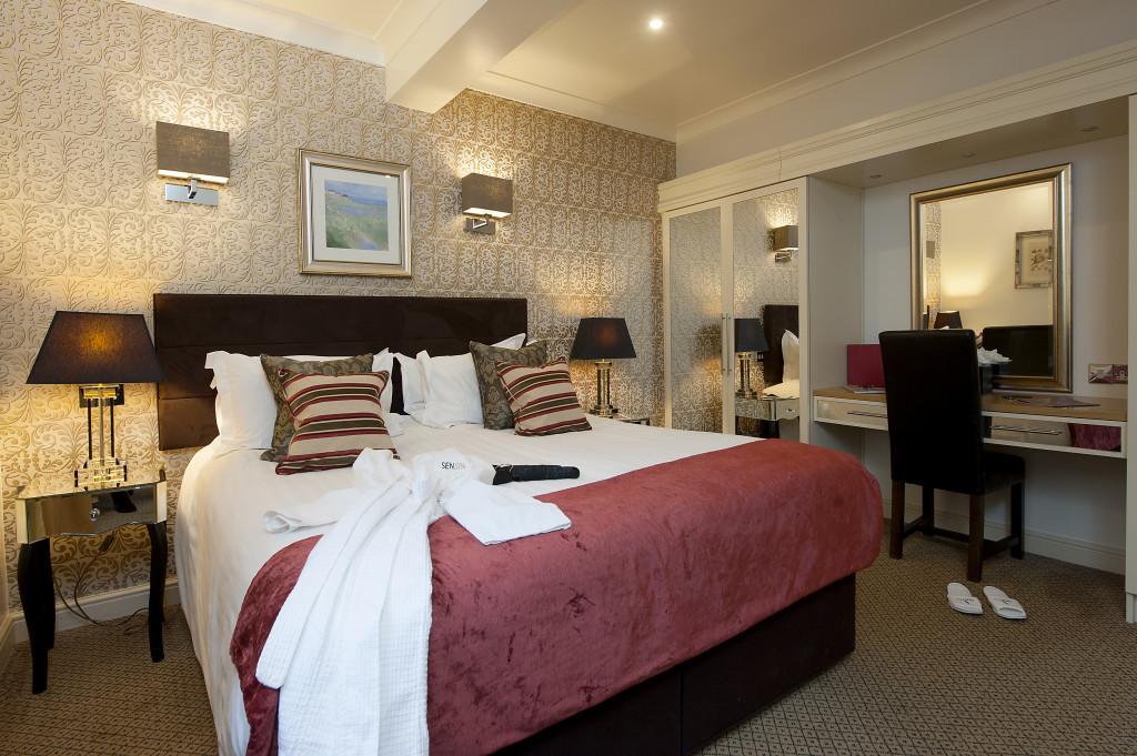 Manor Suite 6