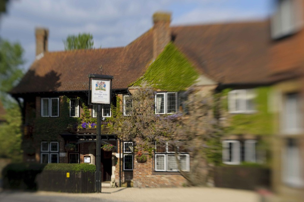 SLOAN! Magazine reviews New Forest hotel, The Montagu Arms