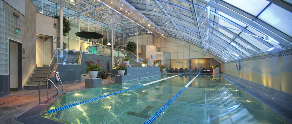 Jumeirah_Carlton_Tower_-_The_Peak_Health_Club_&_Spa_swimming_pool
