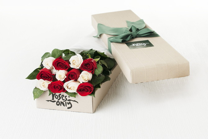 Red_and_White_Roses_Gift_Box__02057.1405396434.670.450