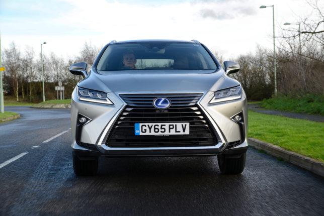 2016-Lexus-RX-450h-exterior-dynamic-4