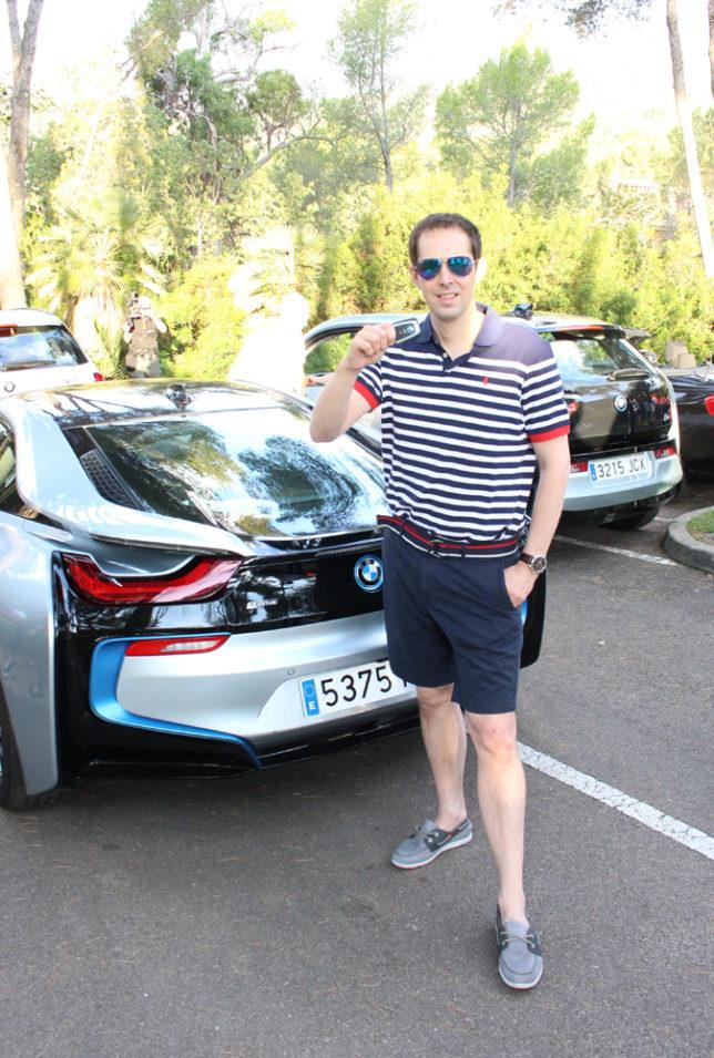BMW next to I8