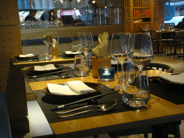 Chi Kitchen Table Setting